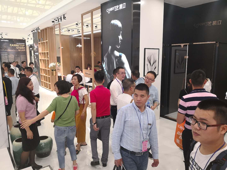 2018上海国际厨卫展——凯立淋浴房多款新品成展会焦点
